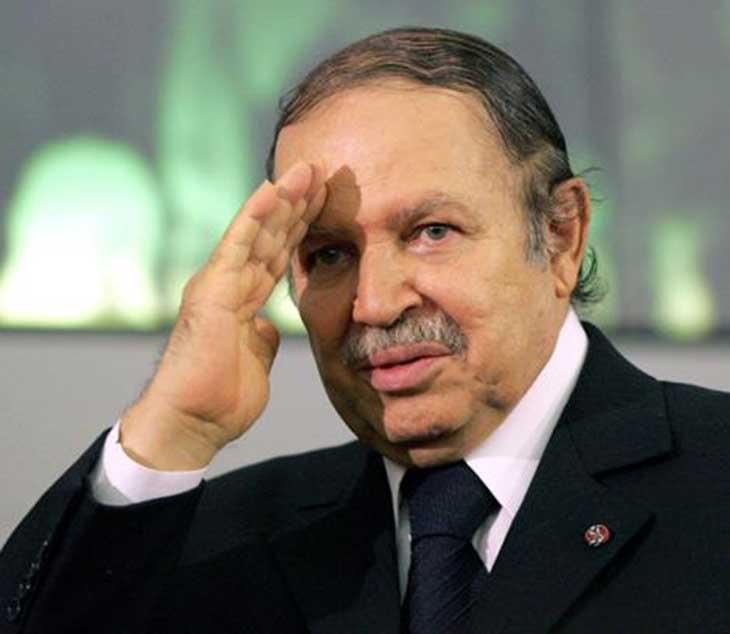 Algérie: Bouteflika renonce à briguer un 5e mandat, le scrutin reporté